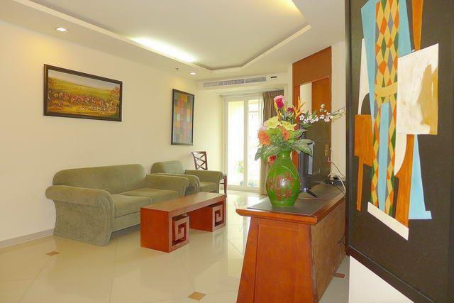 Condominium for sale Central Pattaya showing the living area