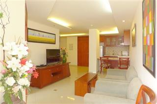 Condominium for sale Central Pattaya showing the living and dining and kitchen areas