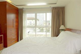 Condominium for sale Central Pattaya showing the bedroom suite