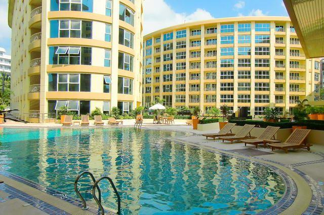 Condominium for sale Central Pattaya showing the communal pool and buildings