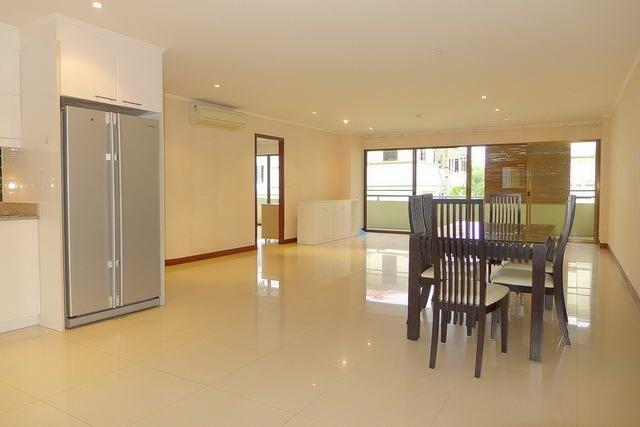 Condominium for sale Pratumnak Hill Pattaya showing the open plan living