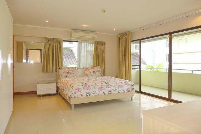 Condominium for sale Pratumnak Hill Pattaya showing master bedroom and balcony