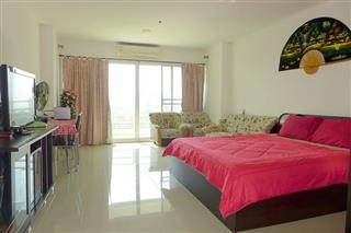 Condominium for sale Jomtien showing the sleeping area and TV