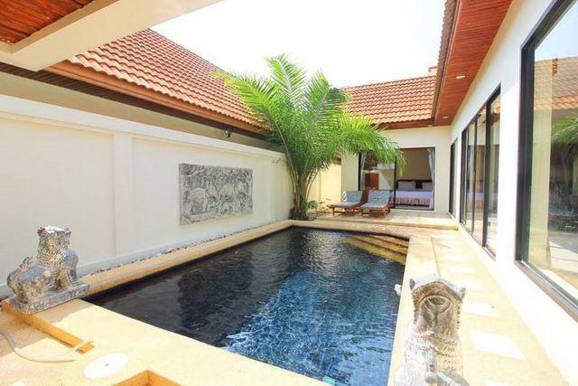 House for sale Jomtien showing the pool and terrace