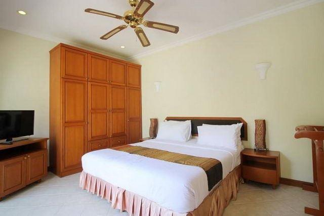 House for sale Jomtien showing the master bedroom