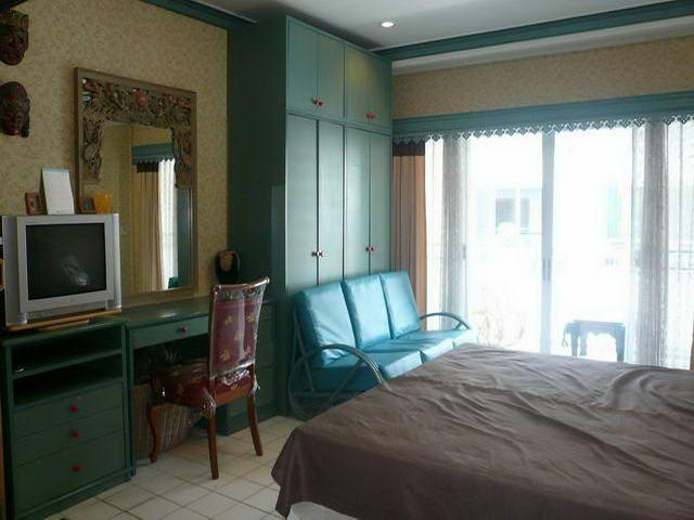 Condominium for sale in Jomtien showing the TV and office area