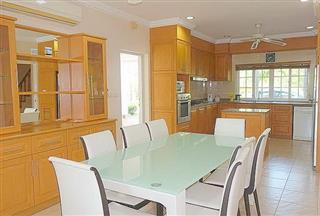 House for sale Pattaya Phoenix Golf Course showing the dining and kitchen