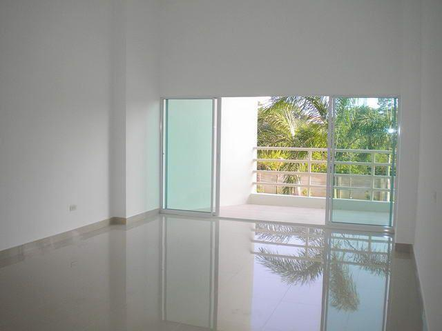 Commercial unit for sale Jomtien Beach looking towards the balcony