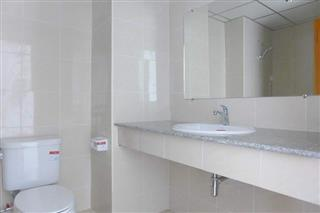 Commercial unit for sale Jomtien Beach showing the bathroom with shower