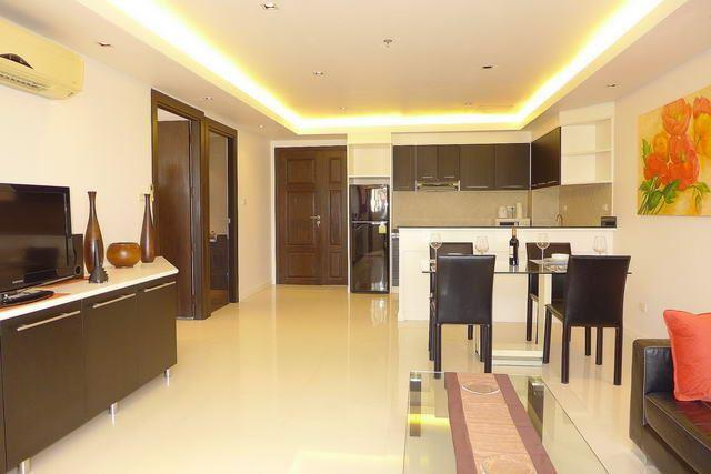 Condominium for sale Pattaya showing the living and dining area