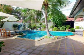 House for sale East Pattaya showing the pool and covered terraces