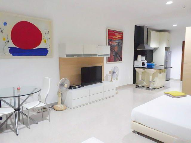 Condominium for sale Jomtien looking towards the kitchen