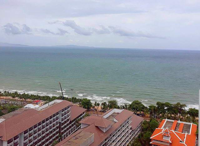 Condominium for sale Jomtien showing the sea view