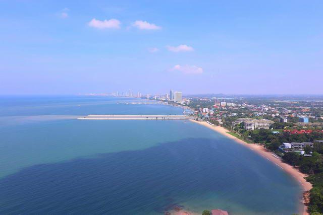 Condominium for sale Ban Amphur showing the view towards Pattaya