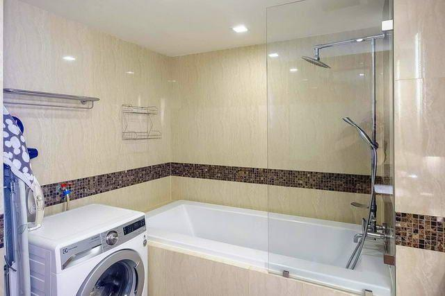 Condominium for sale Pratumnak Hill showing the bathroom with washing machine