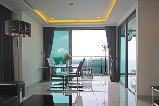 Condominium for sale Wong Amat showing the dining area and balcony