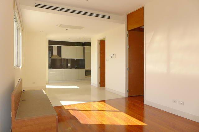 Condominium for sale Wong Amat showing the large living area