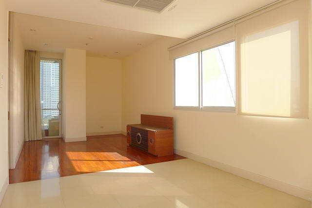 Condominium for sale Wong Amat showing the living area