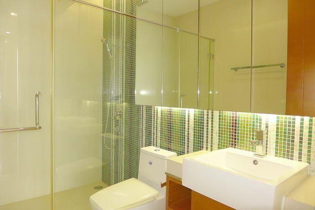 Condominium for sale Wong Amat showing the bathroom