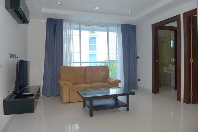 Condominium for sale Wongamat showing the open plan concept