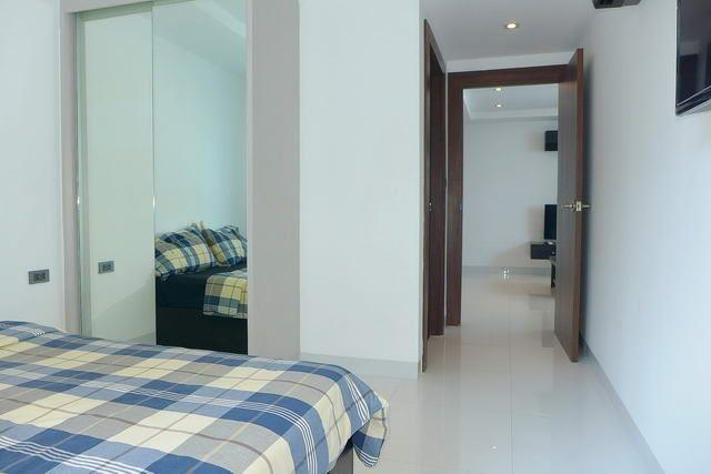 Condominium for sale Wongamat showing the master bedroom suite