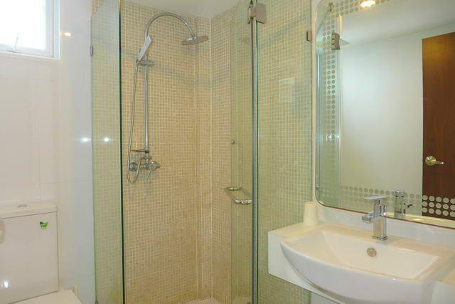 Condominium for sale Wongamat showing the bathroom