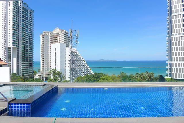 Condominium for sale Wongamat showing the roof top pool