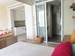 Condominium For rent Wongamat Pattaya showing the bedroom suite