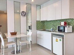 Condominium for rent in Jomtien AMAZON RESIDENCE showing the dining and kitchen areas