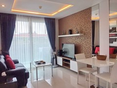 Condominium for rent in Jomtien AMAZON RESIDENCE showing the dining and living areas