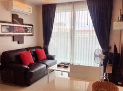 Condominium for rent in Jomtien AMAZON RESIDENCE showing the living area
