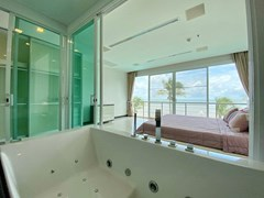 Condominium for rent Naklua Ananya showing the Jacuzzi bathtub
