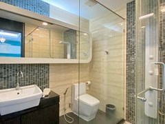 Condominium for rent Naklua Ananya showing the second bathroom