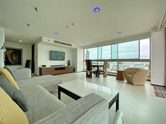 Condominium for rent in Northshore Pattaya Beach showing the living and dining areas