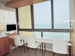 Condominium For Rent Northpoint Pattaya showing the breakfast bar