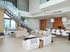 Condominium For Rent Northpoint Pattaya showing the open plan living concept