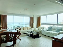 Condominium for rent in Northshore Pattaya showing the corner living concept