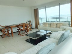 Condominium for rent in Northshore Pattaya showing the living and dining areas