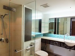 Condominium for rent in Northshore Pattaya showing the second bathroom