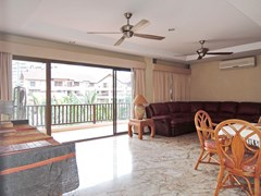 Condominium for Sale Jomtien at THABALI showing the living area