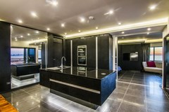 Condominium for sale Ocean Marina Pattaya showing the kitchen