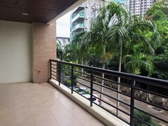 Condominium for sale Pattaya showing the large balcony