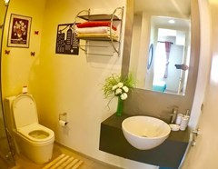 Condominium for sale UNIXX South Pattaya showing the bathroom