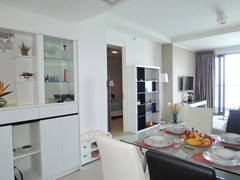 Condominium for sale Womgamat Beach Pattaya showing the dining area