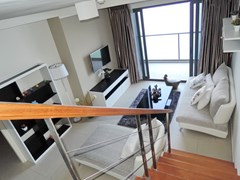 Condominium for sale Womgamat Beach Pattaya showing the living area