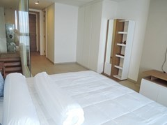 Condominium for sale Womgamat Beach Pattaya showing the master bedroom suite