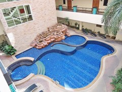 Condominium for sale Central Pattaya showing the communal pool