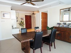 Condominium for sale Central Pattaya showing the dining area