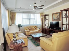 Condominium for sale Central Pattaya showing the living room