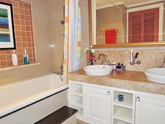 Condominium for sale Central Pattaya showing the second bathroom
